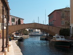 Port-Grimaud, le canal du grand pont.