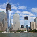 Le One World Trade Center en fin de construction.